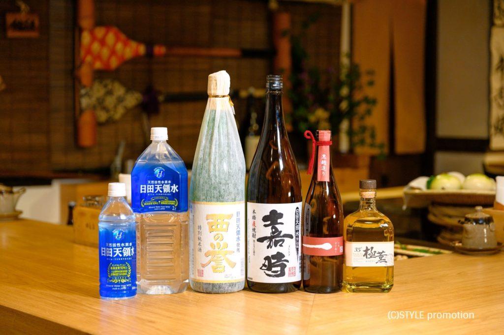 焼酎スタイリストyukikoさんプロデュース「色と食の旅プロジェクト」~水色の宴~六本木田舎家で開催。「焼酎&泡盛スタイル」読者絶賛のミネラルウォーターと本格焼酎・日本酒
