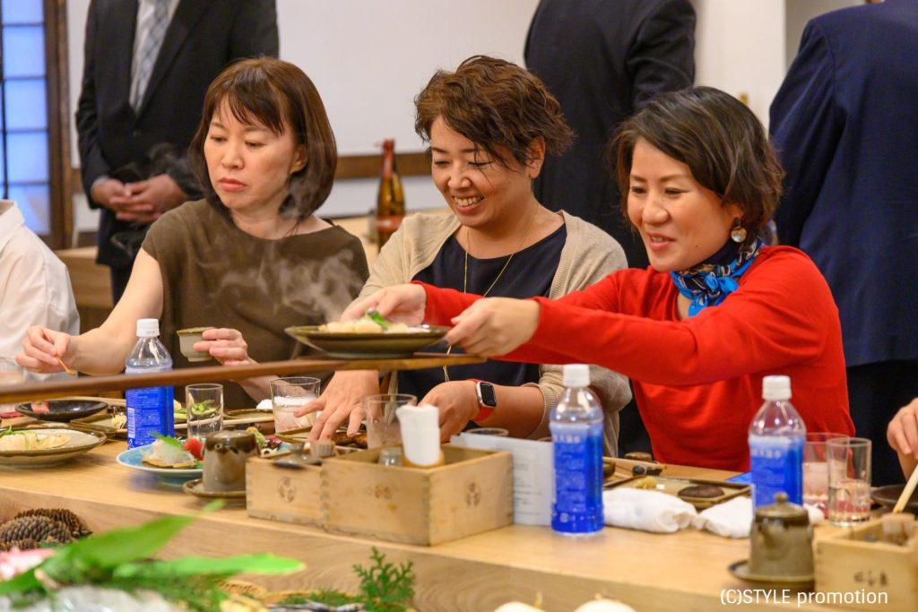 焼酎女子が集う!焼酎スタイリスト&ファッションスタイリストyukikoさんプロデュース「色と食の旅プロジェクト」~水色の宴~イベント・ウェブマガジン「焼酎&泡盛スタイル」掲載